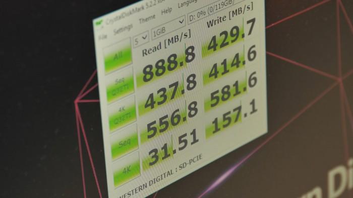 Die PCIe-SD-Karte ist recht fix. (Foto: Martin Wolf/Golem.de)