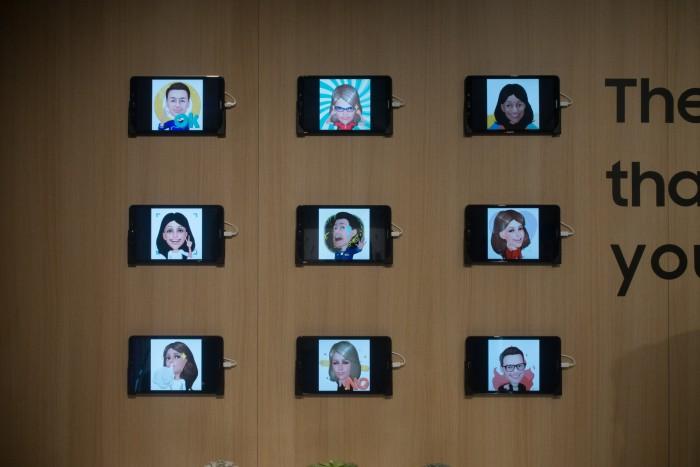 Mit den neuen Smartphones können Nutzer animierte Avatare von sich selbst anfertigen, die mitunter aber nur eine bedingte Ähnlichkeit mit den Personen haben. (Bild: Tobias Költzsch/Golem.de)