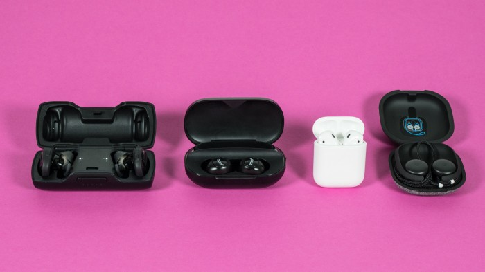 Boses Soundsport Free, Ankers Zolo Liberty Plus, Apples Airpods und Googles Pixel Buds (Bild: Oliver Nickel/Golem.de)