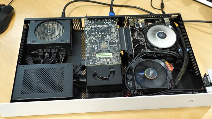 Taku mit allen Komponenten, der HDD-Käfig ist aber leer. (Bild: Martin Wolf/Golem.de)