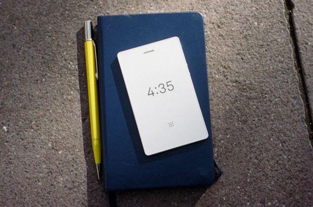 Das Light Phone 2 ist ein einfaches Mobiltelefon, das Nutzer vom Stress sozialer Netzwerke befreien soll. (Bild: Light)