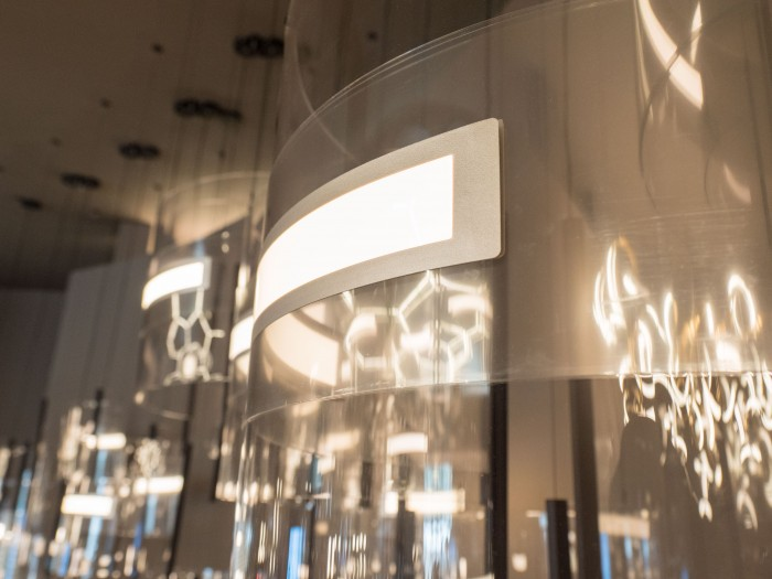 Die Panel von LG  strahlen in beide Richtungen. (Bild: Martin Wolf/Golem.de)