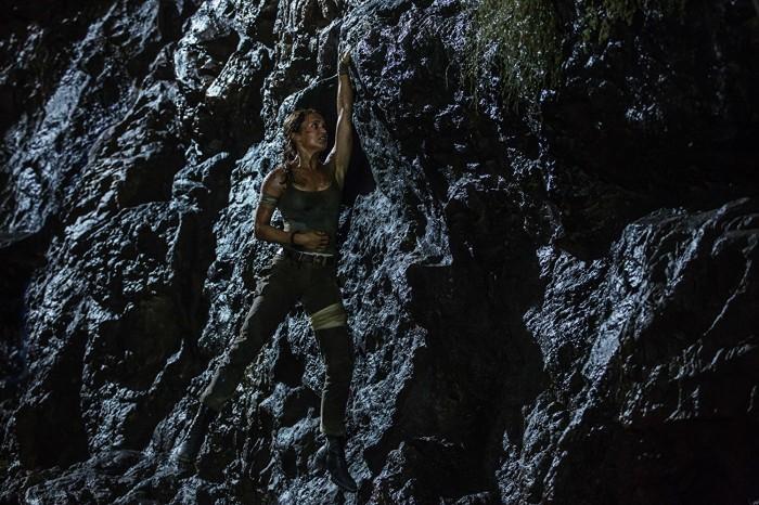 Klettereinlage auf der Insel Yamatai (Bild: Warner Bros.)