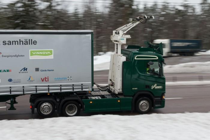Elektro-Lkw mit Stromabnehmer auf dem E-Highway in  Schweden. (Bild: Werner Pluta/Golem.de)