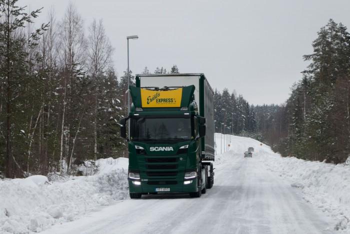 Außerhalb des E-Highway fährt der Lkw elektrisch über den Akku oder mit dem Dieselantrieb. (Bild: Werner Pluta/Golem.de)