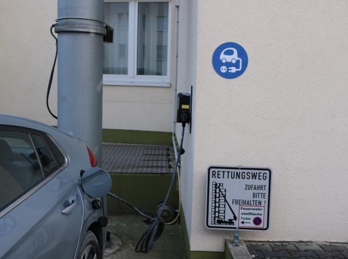 Nicht gerade gut gewählter Ort für eine Ladestation (Foto: Friedhelm Greis/Golem.de)