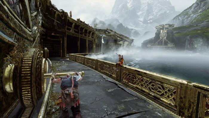 Während Kratos die Brücke verschiebt, sitzt sein Sohn cool auf der Brüstung und stellt freche Fragen. (Bild: Sony/Screenshot: Golem.de)