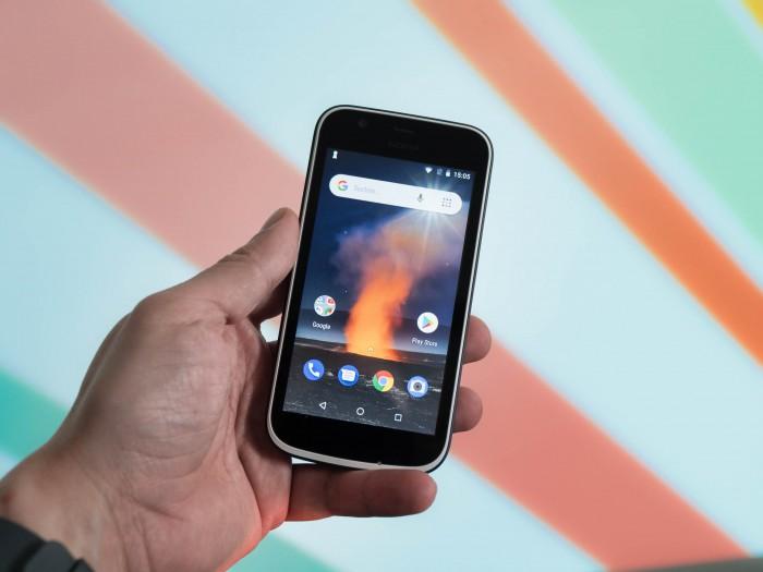 Das Nokia 1 von HMD Global kostet 100 Euro und gehört damit zu den preiswertesten Android-Smartphones am Markt. (Bild: Martin Wolf/Golem.de)