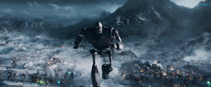 Der Gigant aus dem All an vorderster Front (Bild: Warner Bros.)