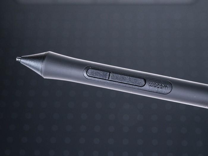 An der Seite sind konfigurierbare Stiftknöpfe. (Bild: Martin Wolf/Golem.de)