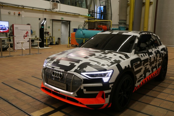 Der neue Audi E-Tron soll Ende des Jahres für 80.000 Euro auf den Markt kommen. (Foto: Friedhelm Greis/Golem.de)