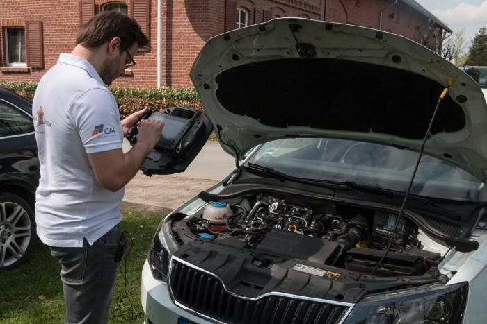 Wo knattert der Motor? Maik Kuklinski schaut mit der Soundcam nach. (Bild: Werner Pluta/Golem.de)