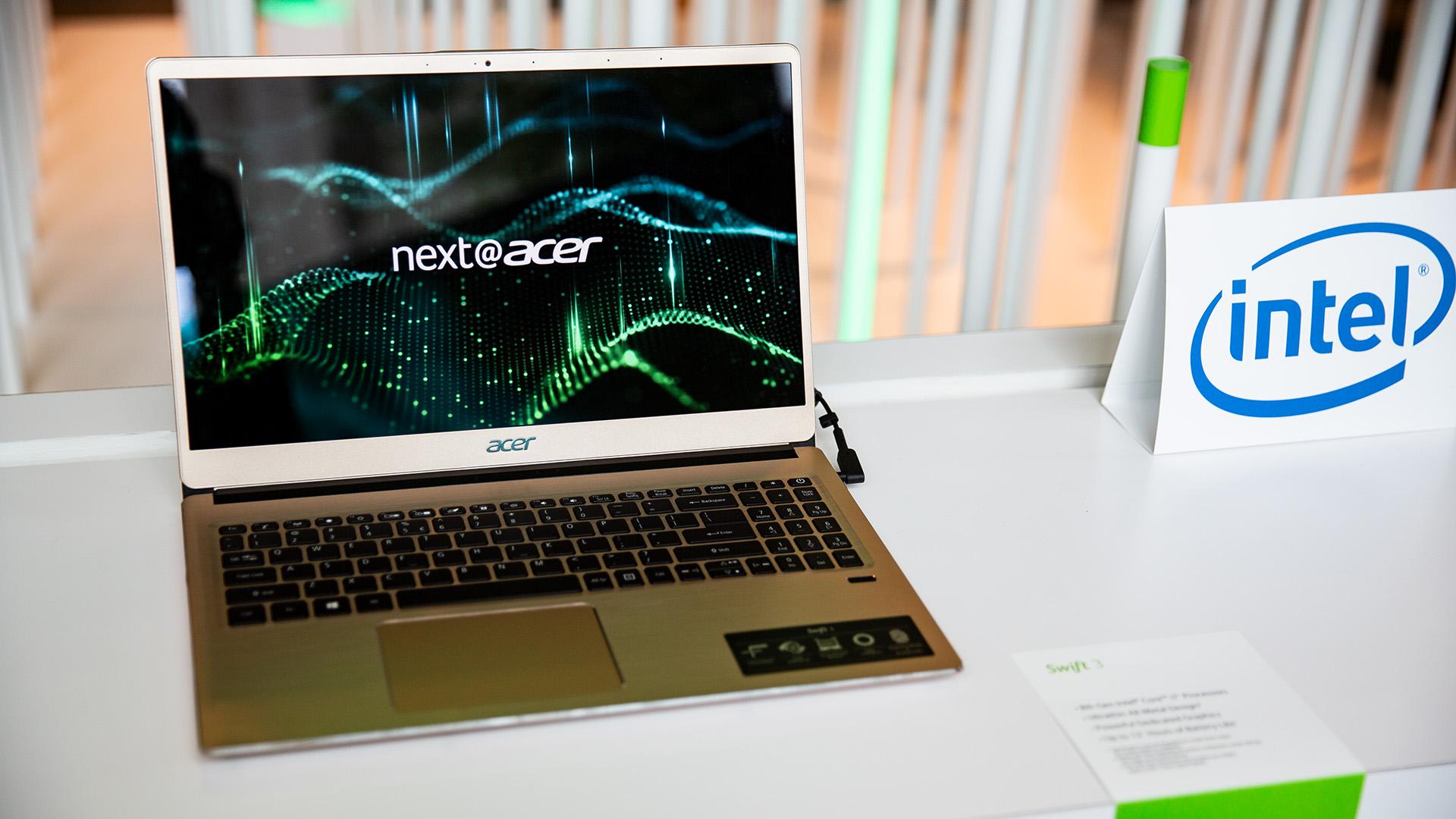 Acer-Portfolio 2018: Nitro-Gaming-PCs mit Ryzen und viele neue Notebooks - Hier setzt Acer auf leichte Materialien. (Bild: Robert Kern/Golem.de)