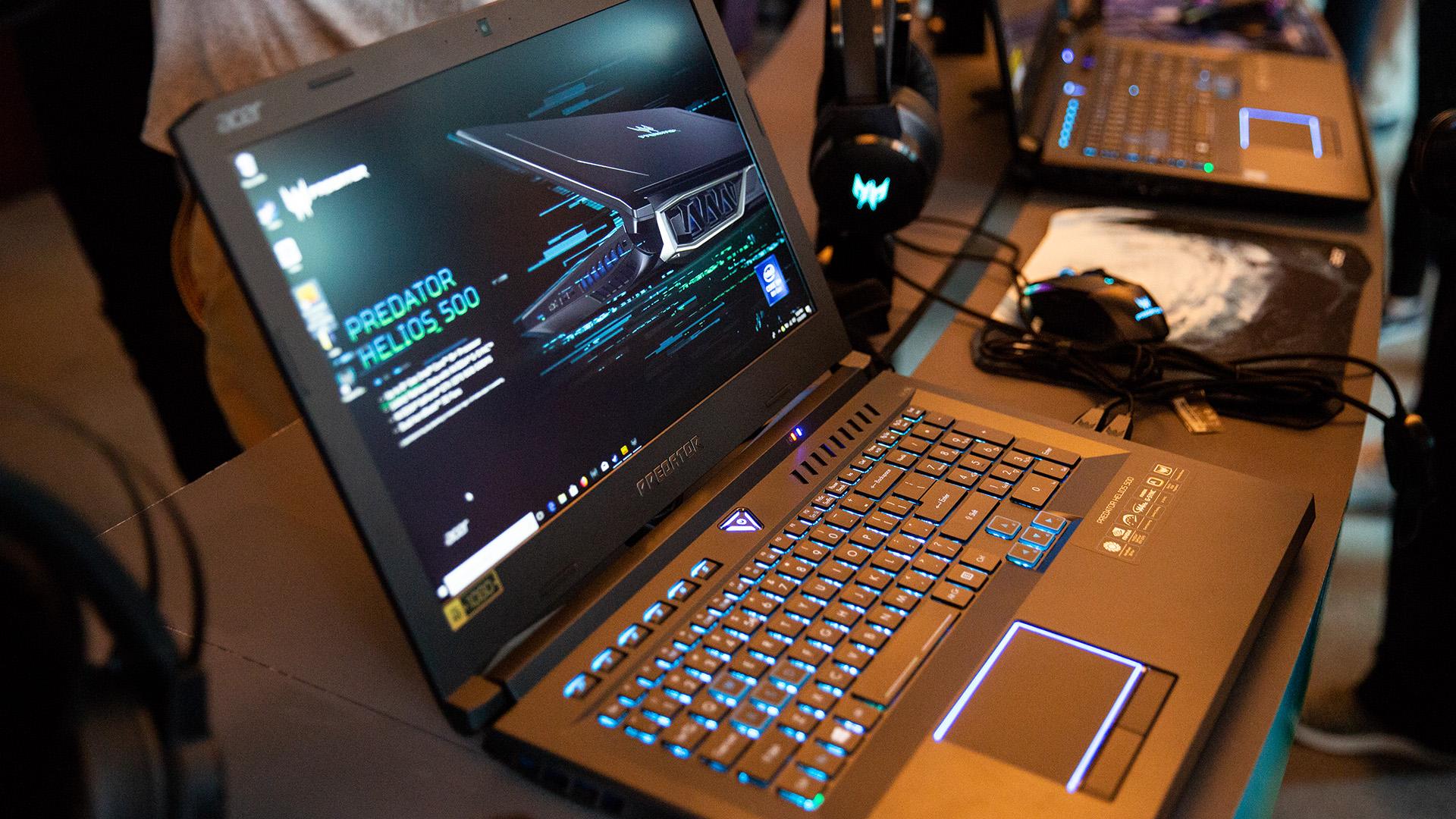 Acer-Portfolio 2018: Nitro-Gaming-PCs mit Ryzen und viele neue Notebooks - Beim Helios 500 bleibt Acer bei traditionellem Schwarz mit blauen Akzenten. (Bild: Robert Kern/Golem.de)
