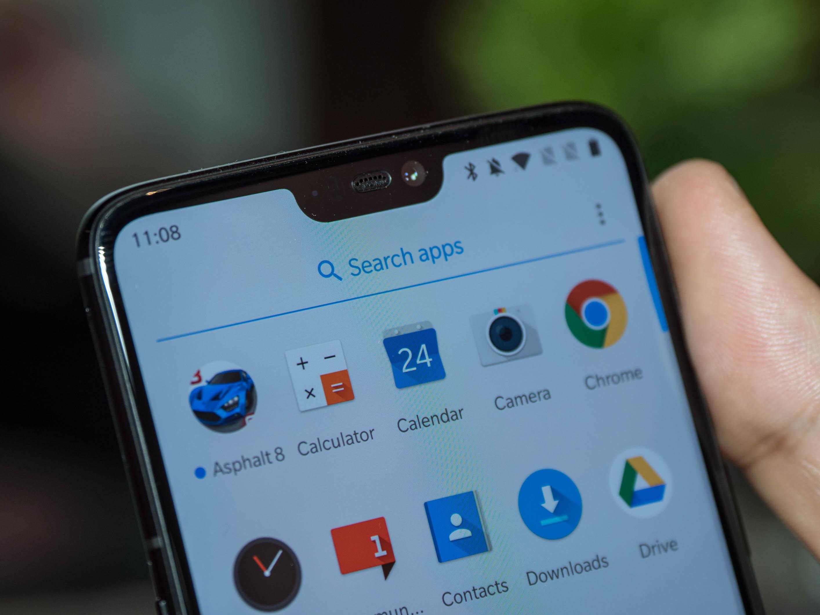 Android-Smartphone: Neues Oneplus 6 kostet ab 520 Euro - Diese Notch beinhaltet die Frontkamera sowie verschiedene Sensoren. (Bild: Martin Wolf/Golem.de)