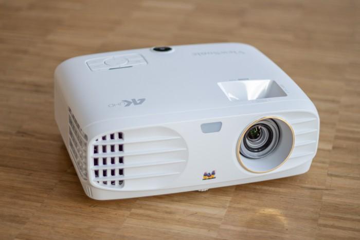 Der Viewsonic PX747 ist baugleich mit dem Benq TK800. (Bild: Martin Wolf/Golem.de)