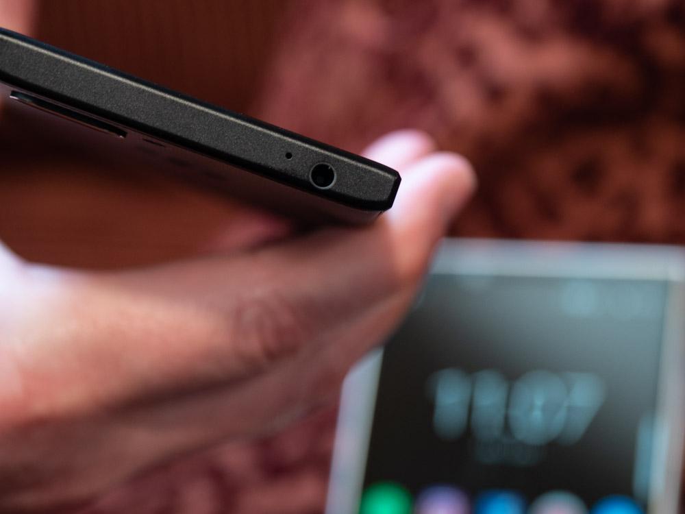 Blackberry Key2 im Hands On: Smartphone bringt verbesserte Tastatur und eine Dual-Kamera - Das Key 2 hat eine 3,5-mm-Klinkenbuchse. (Bild: Martin Wolf/Golem.de)
