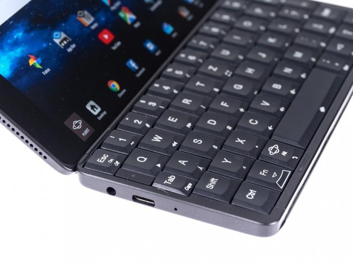 Das Gemini hat eine vollwertige Tastatur mit Scissor-Tasten. (Bild: Christoph Böschow/Golem.de)
