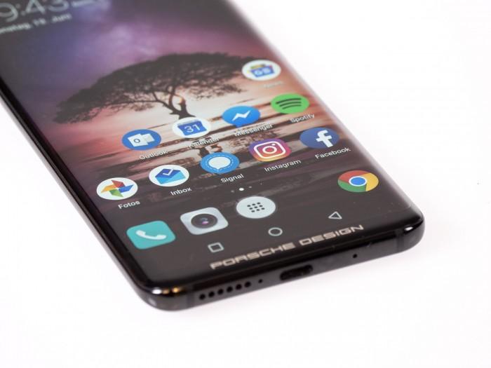 Vom Design her ist das Mate RS eine Mischung aus Samsungs aktuellen Galaxy-S-Modellen und Huaweis Mate 10 Pro. (Bild: Christoph Böschow/Golem.de)