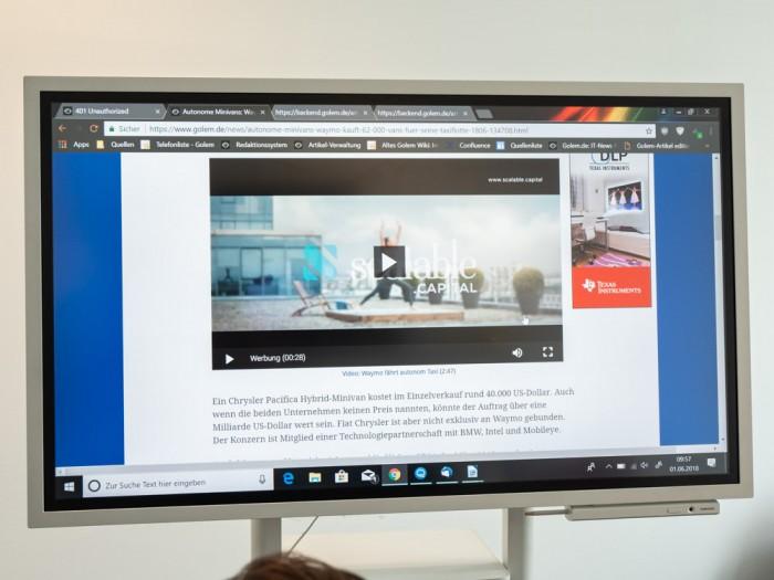Das Gerät zeigt einen Windows-Desktop im Vollbildmodus an. (Bild: Martin Wolf/Golem.de)