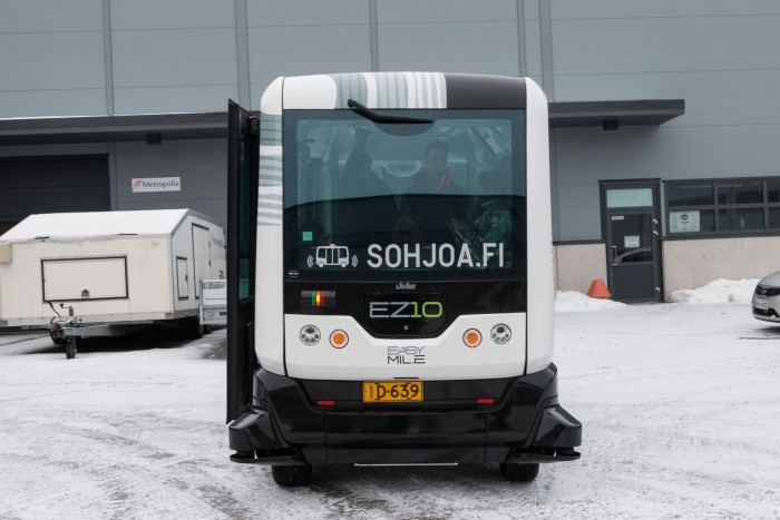 Das Projekt Sohjoa setzt zwei verschiedene Bustypen ein: den EZ 10...   (Bild: Werner Pluta/Golem.de)