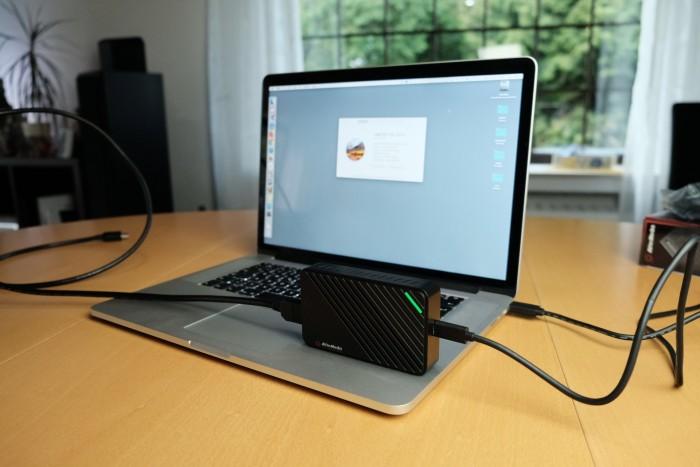 Die Live Gamer Ultra an einem Macbook (Bild: Michael Wieczorek/Golem.de)