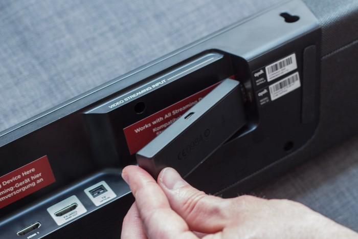 Hier passt der Fire TV Stick optimal rein. (Bild: Martin Wolf/Golem.de)