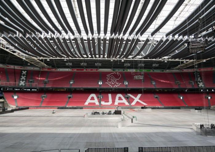 Die Johan Crujjf-Arena in Amsterdam hat einen Netzspeicher in Betrieb genommen. (Bild: Dirk Kunde)
