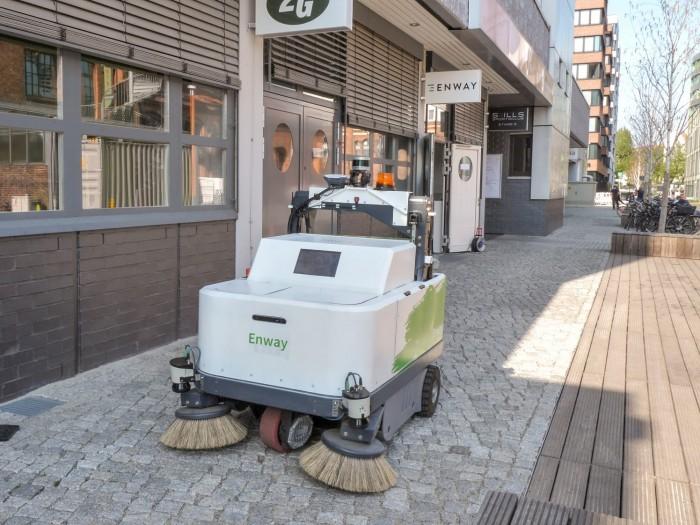 """Das Berliner Startup Enway entwickelt selbstfahrende Kehrmaschinen wie den """"Blitz"""". (Foto: Martin Wolf/Golem.de)"""