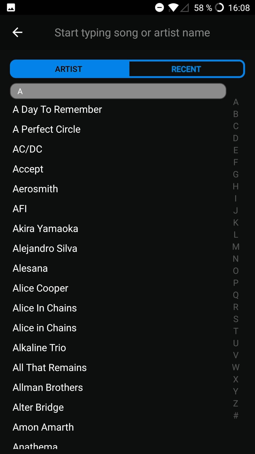 Fret Zealot im Test: Lernen mit Lichteffekten - Die Liste an Bands und ihren Liedern zum Nachspielen ist lang. (Bild: Alexander Merz/Golem.de)