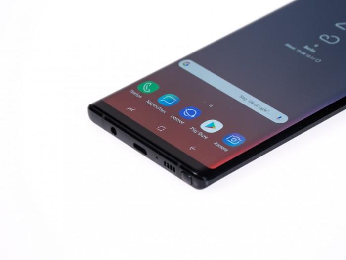 Anders als andere aktuelle Smartphones kommt das Galaxy Note 9 mit einem Klinkenanschluss für Kopfhörer. (Bild: Christoph Böschow/Golem.de)