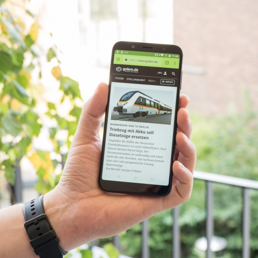 Das HTC U12 Life  hat einen 6  Zoll großen Bildschirm. (Bild: Martin Wolf/Golem.de)