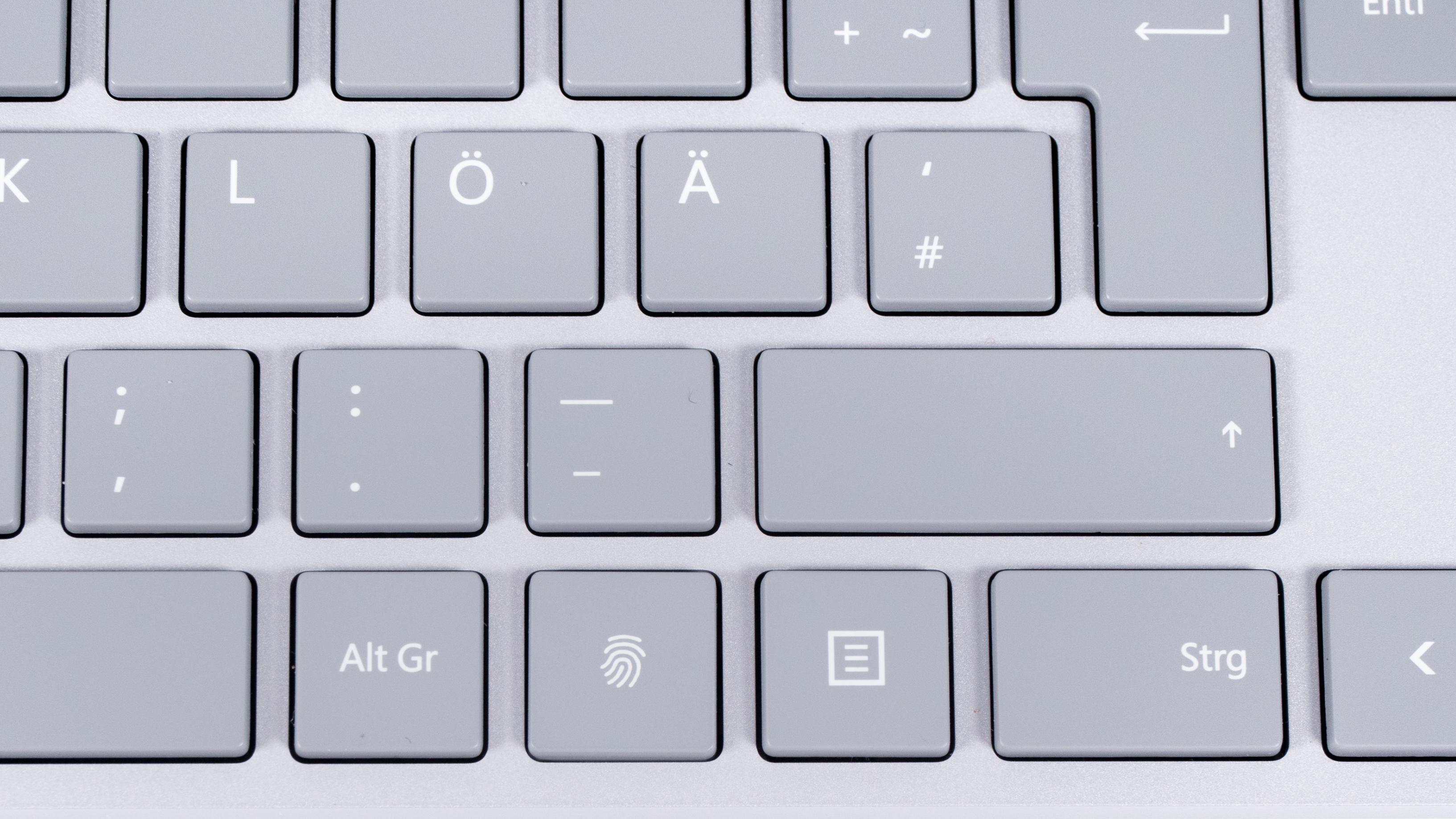Microsoft Modern Keyboard im Test: Die Suche nach dem Lieblingsschreibinstrument - Der Fingerabdrucksensor ersetzt die rechte Windows-Taste. (Bild: Oliver Nickel/Golem.de)