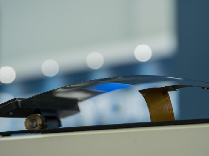 Die biegbaren Displays von Royole sind sehr dünn. (Bild: Martin Wolf/Golem.de)
