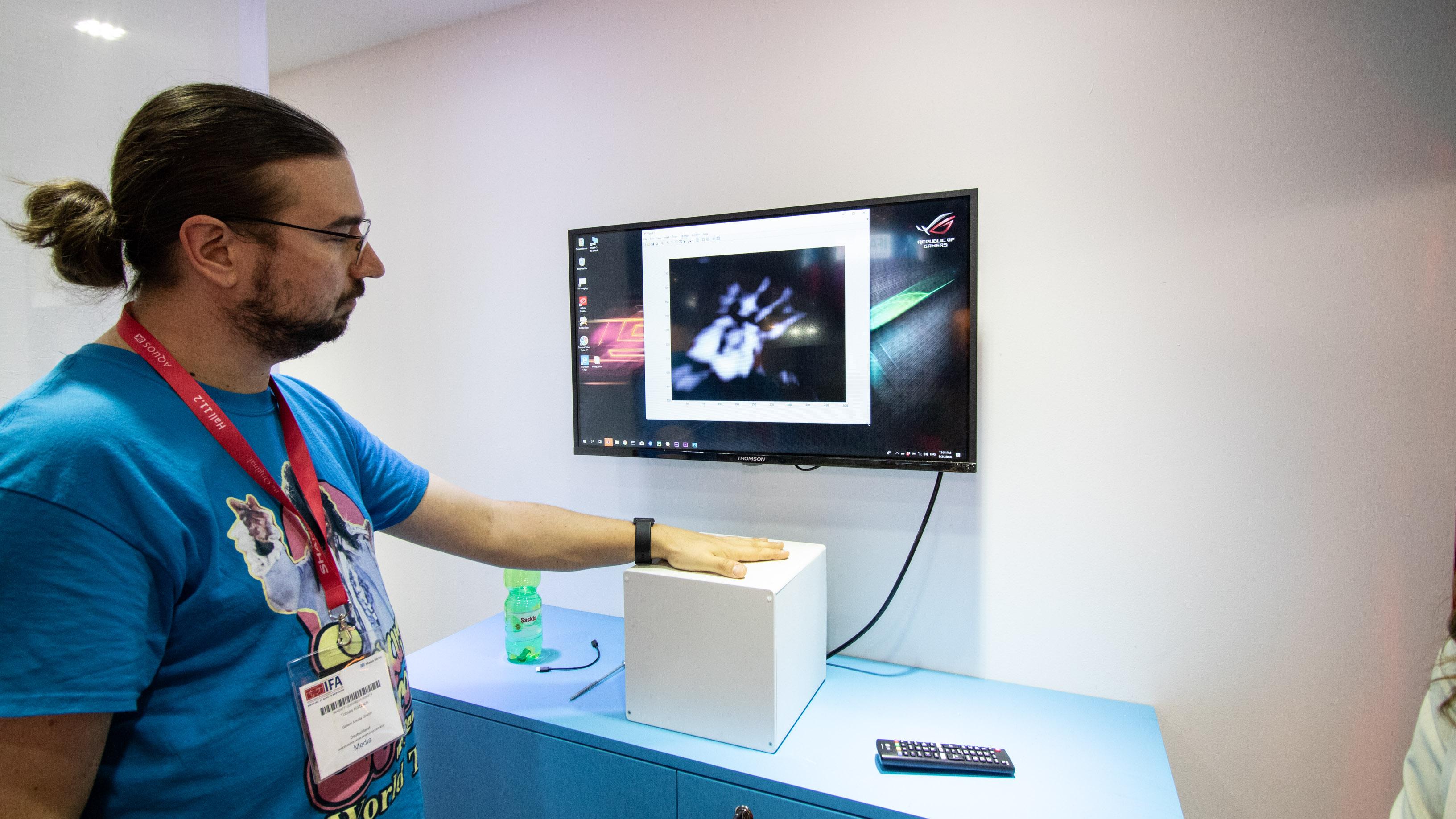 Vayyar Haus im Hands on: Mit Radiowellen Stürze erkennen - Wann der Vayyar-Handscanner marktreif ist, ist nicht bekannt.