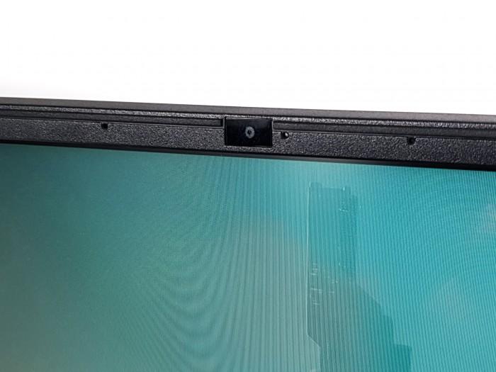 Trotz der recht dünnen Displayränder ist die Webcam an der richtigen Stelle. (Bild: Martin Wolf/Golem.de)