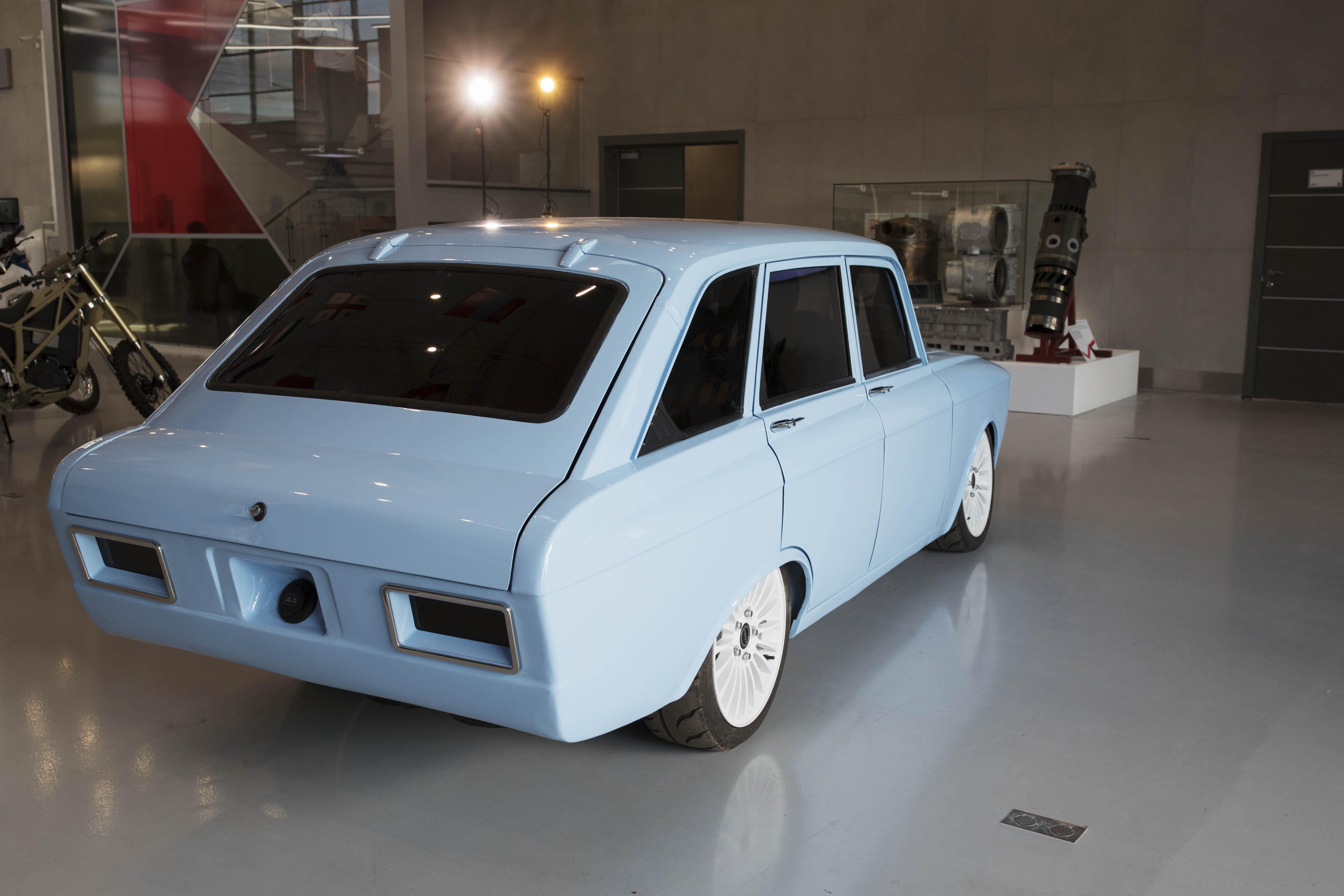 "Retrokombi: Kalaschnikow will elektrisches ""Superauto"" bauen -"