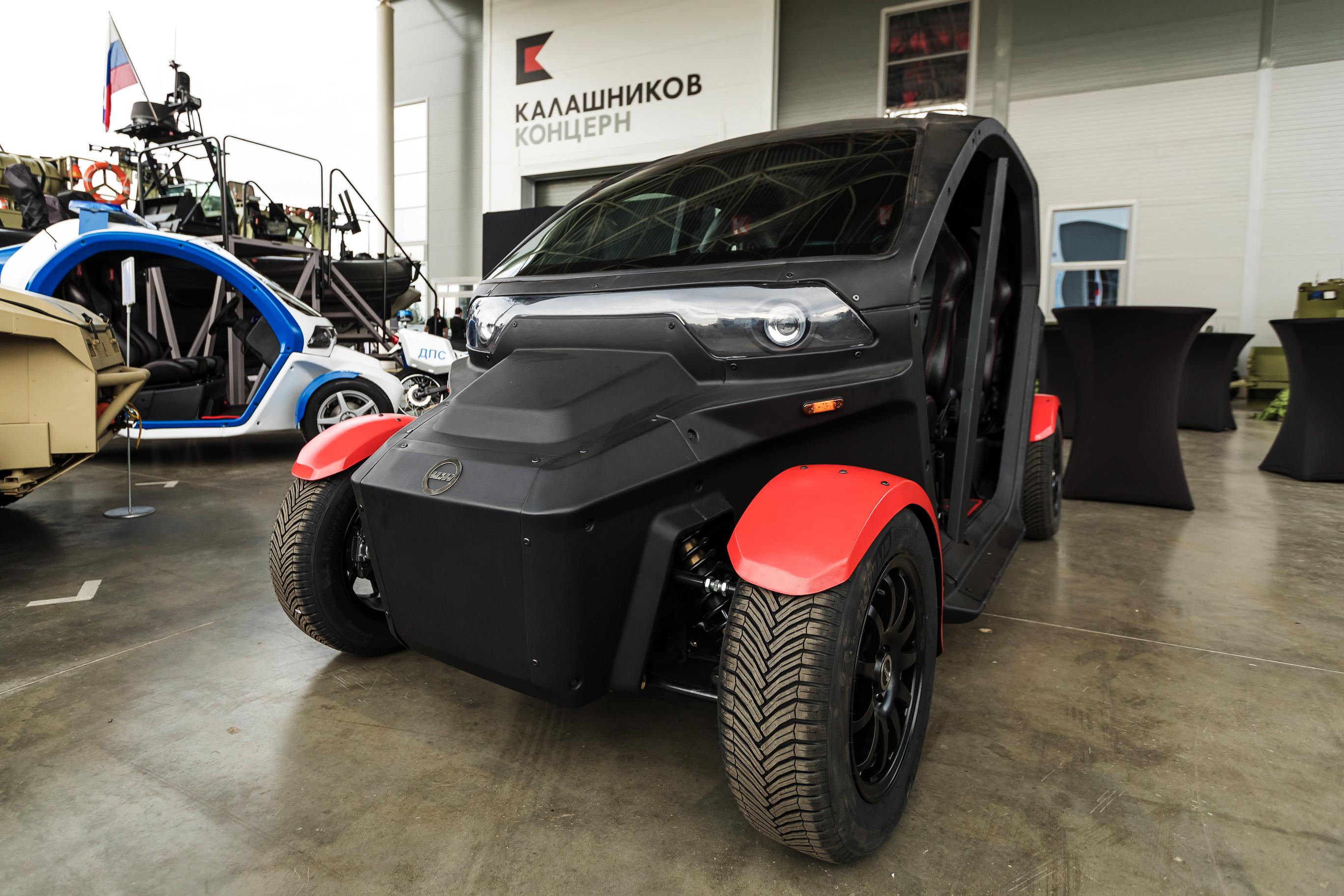 """Retrokombi: Kalaschnikow will elektrisches """"Superauto"""" bauen - Nicht nur Retrolook: Auch dieses Elektroauto stellte Kalaschnikow auf der Messe vor. (Foto: Kalaschnikow Media)"""