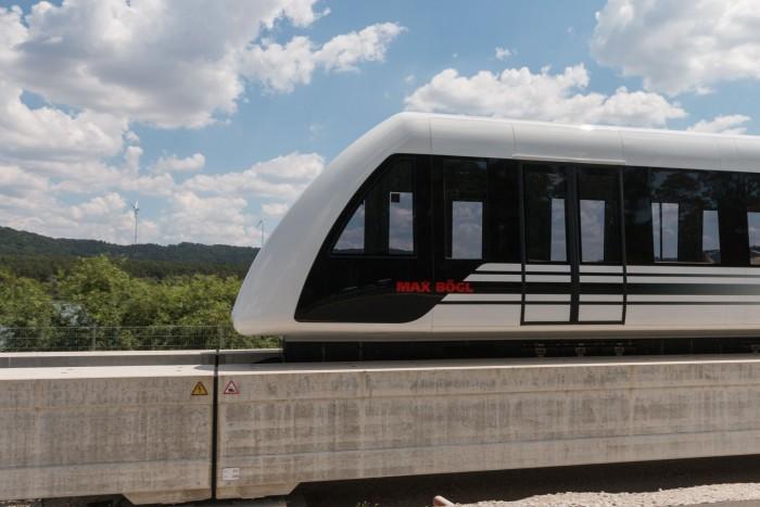 Der Magnetschwebezug Transport System Bögl (TSB) auf der Teststrecke in Sengenthal (Bild: Werner Pluta/Golem.de)