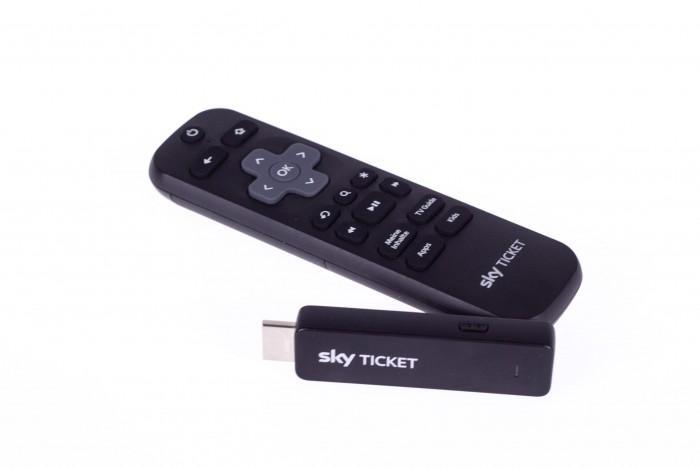 Sky Ticket TV Stick mit Fernbedienung (Bild: Christoph Böschow/Golem.de)