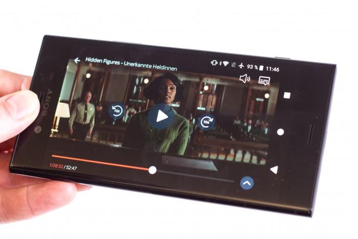 Sky Ticket zeigt auf dem Smartphone Sprungbutton und weitere Optionen. (Bild: Christoph Böschow/Golem.de)
