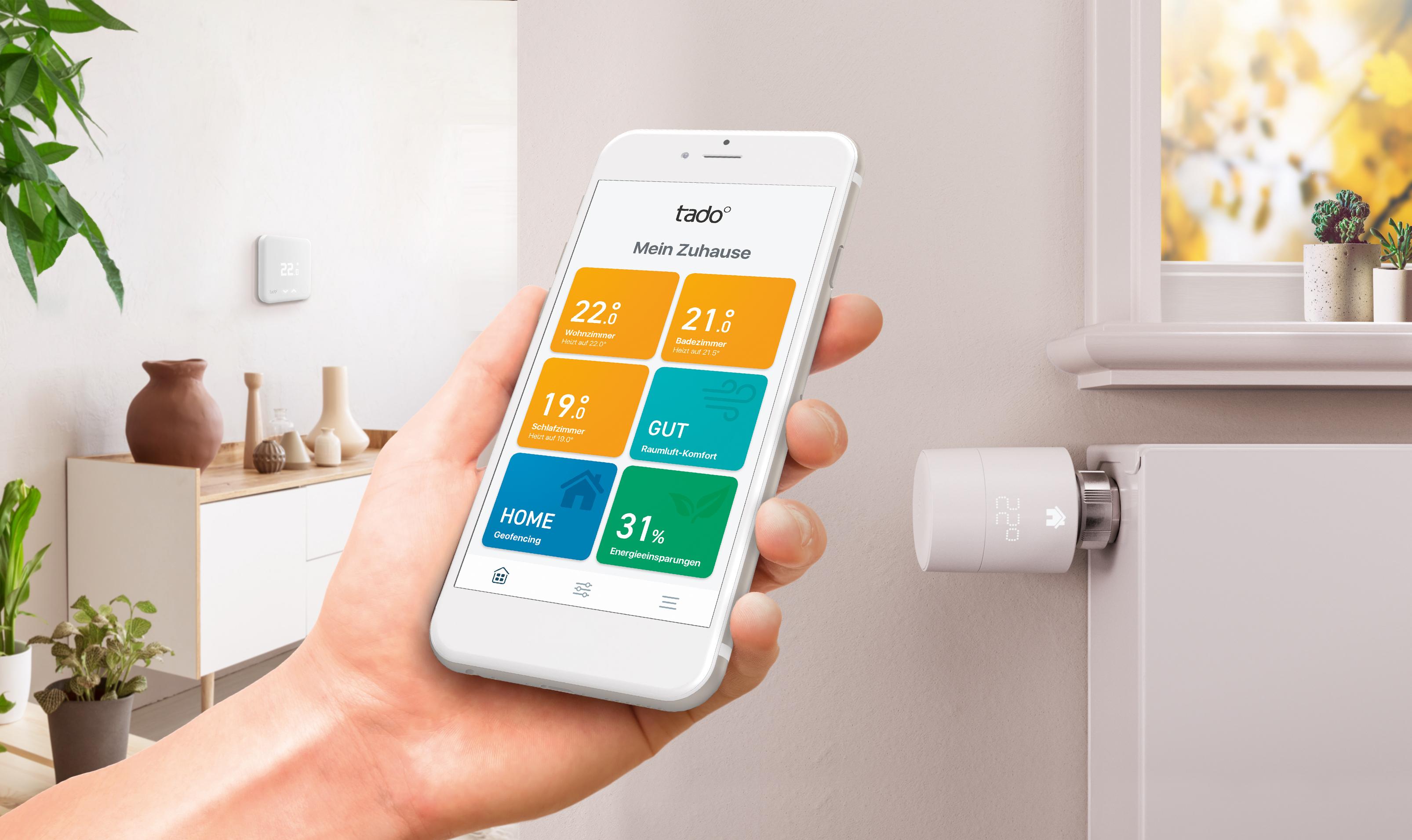 Smart Home: Tado setzt bei neuen Thermostaten auf smarte Unterstützung - Die neuen Tado-Thermostate mit der App (Bild: Tado)
