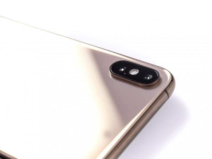 Die Dual-Kamera hat Apple beim iPhone Xs Max verbessert. Ein neuer Sensor, ein neuer ISP und verbesserte Algorithmen sorgen für besser belichtete Bilder. (Bild: Martin Wolf/Golem.de)