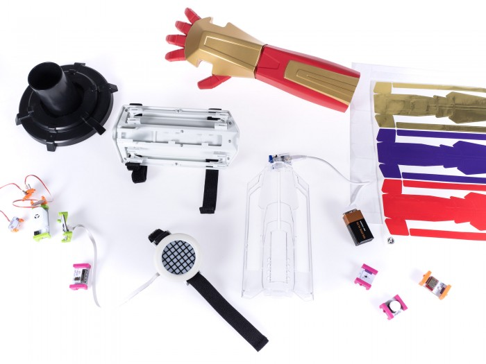 Der Inhalt des Little Bits Hero Inventor Kits (Foto: Martin Wolf/Golem.de)