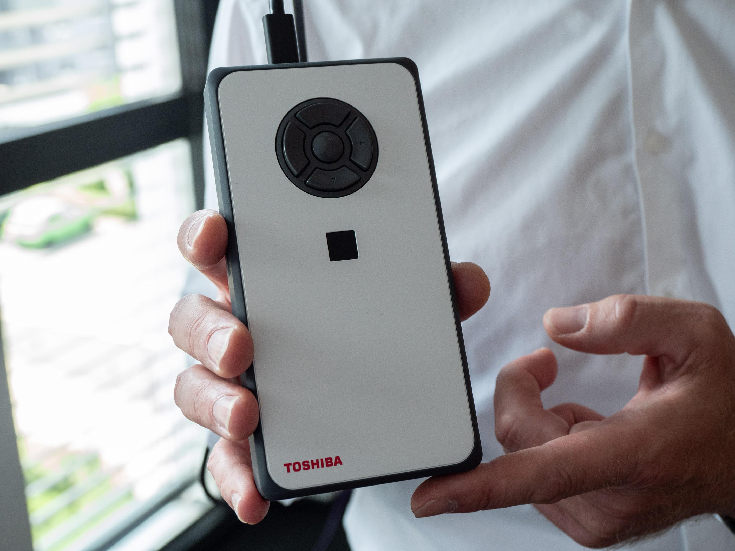 Dynaedge: Toshiba baut ein Google Glass für die Werkshalle - Toshiba Dynaedge (Bild: Martin Wolf/Golem.de)