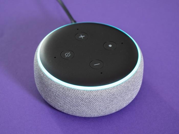 Die Mikrofone im Echo Dot reagieren gut. (Bild: Martin Wolf/Golem.de)
