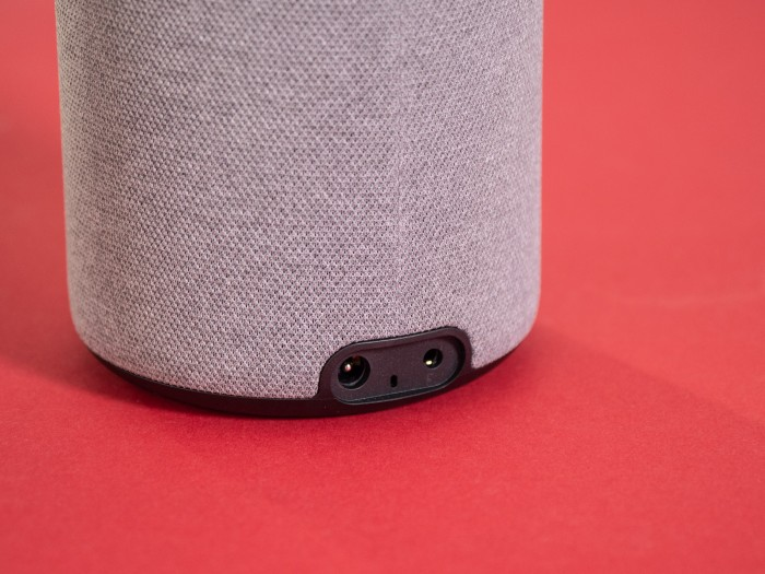 Der neue Echo Plus hat einen umschaltbaren Aux-Eingang. (Bild: Martin Wolf/Golem.de)