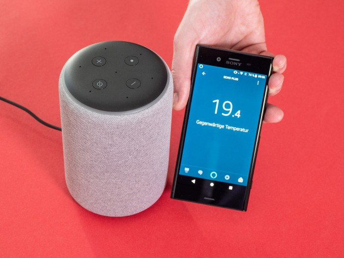 Der Echo Plus zeigt die Temperatur an. (Bild: Martin Wolf/Golem.de)
