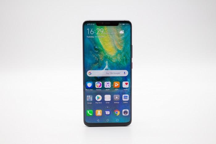 Das neue Mate 20 Pro von Huawei hat einen großen Bildschirm und eine Notch am oberen Rand. (Bild: Tobias Költzsch/Golem.de)
