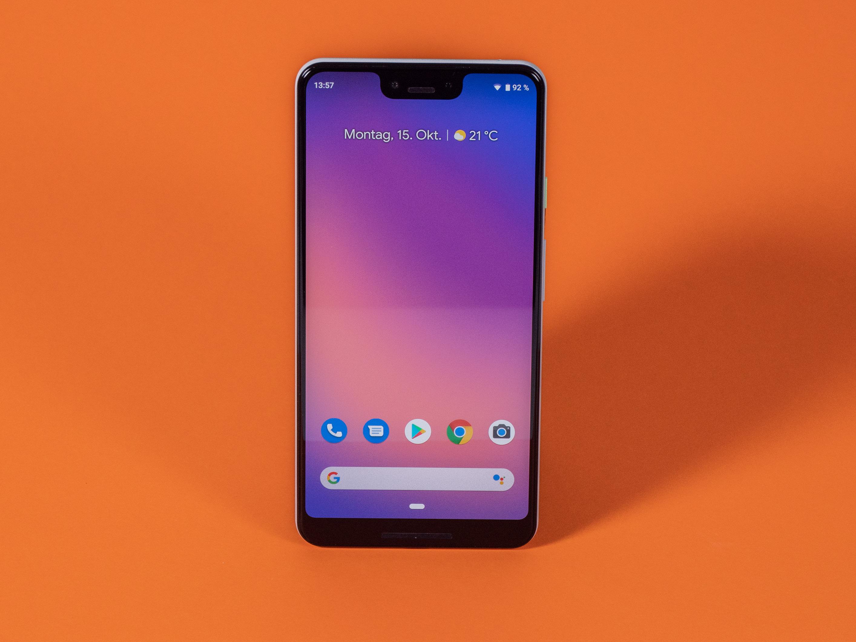 Pixel 3 XL im Test: Algorithmen können nicht alles - Das Pixel 3 XL ist Googles erstes Smartphone mit einer Notch. (Bild: Martin Wolf/Golem.de)